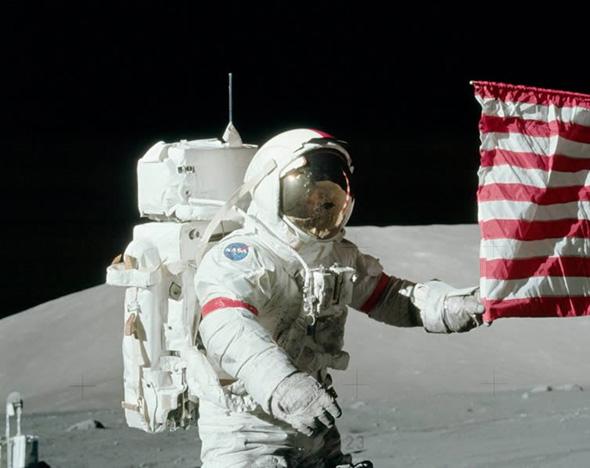 アポロ17号の宇宙飛行士を撮った写真に写る通信用アンテナ